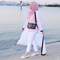 Image may contain: 1 person, standing, ocean, outdoor and water Modern Hijab Fashion, Abaya Fashion, Muslim Fashion, Fashion Outfits, Women's Fashion, Hijab Casual, Hijab Chic, Hijab Outfit, Modest Dresses