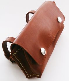 Etsy の Leather Bike Saddle Pouch Bag by KASALeather