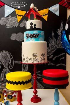 Imagem: Pinterest Snoopy Birthday, Snoopy Party, Minnie Birthday, 1st Boy Birthday, Birthday Ideas, Bolo Snoopy, Snoopy Cake, Charlie Brown Halloween, Charlie Brown And Snoopy