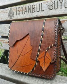 leather purses and handbags Leather Leaf, Leather Art, Leather Gifts, Leather Bags Handmade, Handmade Bags, Vintage Leather, Soft Leather, Leather Wallet Pattern, Leather Keyring
