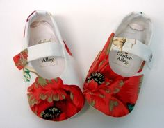 Easy Sewing Pattern Baby Fuchsia Shoes DIY por LenasShoePatterns