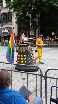 If a Dalek, the most heartless creature to ever exist can support LGBT people why can't we? Serie Doctor, Gay, Lesbian, Don't Blink, Rose Tyler, Dalek, Torchwood, Dr Who, Superwholock