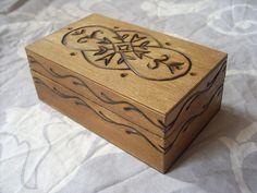 Boite+rectangulaire+en+bois+au+motif+oriental+de+Le+cabinet+de+curiosité+sur+DaWanda.com