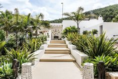 PURE HOUSE IBIZA is an amazing Boutique and Lifestyle Hotel in Ibiza island in Spain. Just a Paradise if you asking from me. Natural Interior, Natural Home Decor, Ibiza Style Interior, Ibiza Island, Hotel Ibiza, Ibiza Beach, Side Garden, Ibiza Fashion, Mediterranean Garden