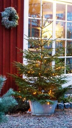 Cottage Christmas, Christmas Porch, Noel Christmas, Christmas Is Coming, Scandinavian Christmas, Country Christmas, Outdoor Christmas, Simple Christmas, Winter Christmas