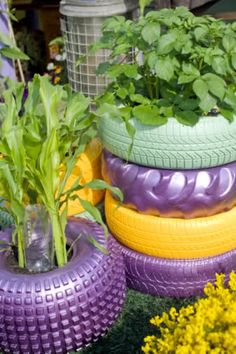Tire planters - Reuse your old tires by painting and turning them into funky planters! Tire Garden, Lawn And Garden, Garden Fun, Tire Planters, Garden Planters, Garden Crafts, Garden Projects, Tire Craft, Painted Tires