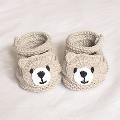 Crochet baby boots,Crochet baby shoes,Crochet booties,Crochet roses – Baby For look here Knit Baby Shoes, Crochet Baby Boots, Crochet Baby Sandals, Knit Baby Booties, Booties Crochet, Crochet For Boys, Crochet Shoes, Baby Girl Shoes, Crochet Yarn