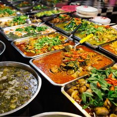 If you are a foodie and love variety in flavors, then Thailand is the place. Mouth-watering street foods, to sophisticated continental cuisines, you will get all in Thailand. Khao Soi, Seafood Stock, Mango Sticky Rice, Thai Street Food, Spicy Dishes, Foods To Avoid, Entree Recipes, Quick Snacks, International Recipes
