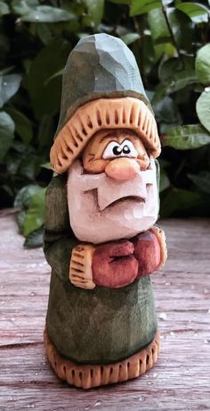 Whittling Projects, Whittling Wood, Dremel Wood Carving, Wood Carving Art, Christmas Wood, Christmas Crafts, Wood Carving For Beginners, Soap Carving, Wood Carving Designs