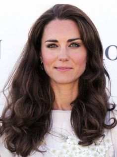 "Die 6 meistgefragten langen Frisuren: Kate Middleton Duchess of Cambridge ""Th Haircuts For Long Hair, Long Hair Cuts, Cool Haircuts, Down Hairstyles, Hairstyle Photos, Updo Hairstyle, Summer Hairstyles, Wedding Hairstyles, Quinceanera Hairstyles"