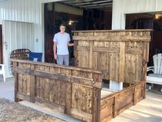 Builds up to 16000 Carpentry Projects - DIY King Size Bed Free Plans - Free Woodworking Plans and tutorial by Builds up to 16000 Carpentry Projects - Get A Lifetime Of Project Ideas and Inspiration! Carpentry Projects, Small Woodworking Projects, Popular Woodworking, Diy Wood Projects, Woodworking Projects Plans, Woodworking Videos, Woodworking Workbench, Woodworking Classes, Youtube Woodworking