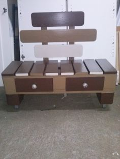 Stool with drawers #Drawers, #Pallet, #Shoes, #Stool