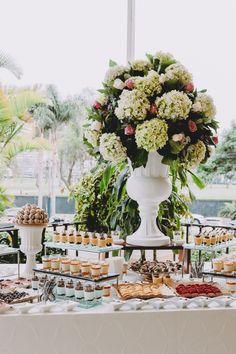 Conoce las novedades culinarias del catering bridal. #Matrimoniocompe #Organizaciondebodas #Matrimonio #Novia  #TipsNupciales #CaminoAlAltar #MatriPeru #BodaPeru #DecoracionDeMatrimonio #MenuDeBoda  #CateringBoda #CateringMatrimonio #ComidaBoda #PlatosParaBoda Table Decorations, Bridal, European Wedding, Wedding Catering, Industrial Wedding, Bridal Gown, Center Pieces