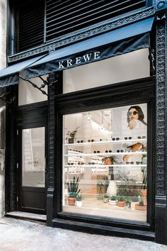 New opening: Krewe, NYC - Eyestylist Showroom Interior Design, Glass Store, Store Layout, Glasses Shop, Optical Shop, Retail Store Design, Ideas, Eyeglass Stores, Shop Windows