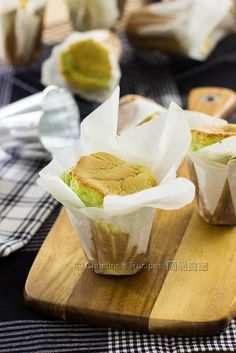 Pandan Paper Wrapped Cakes Pandan Paper Wrapped Cakes from Christine's Recipes Indonesian Desserts, Asian Desserts, Chinese Desserts, Cupcakes, Cupcake Cakes, Christine's Recipe, Mousse Au Chocolat Torte, Baking Recipes, Dessert Recipes