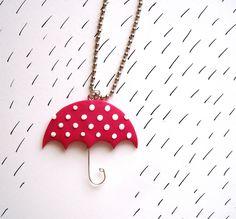 Růžový+deštník+Růžový+deštník+s+bílými+puntíky+vyrobený+z+Fima+zavěšený+na+kuličkovém+řetízku. Diy Jewelry, Jewelry Making, Jewellery, Clay Projects, Clay Crafts, Baba Marta, Fimo Polymer Clay, Clay Design, Biscuit