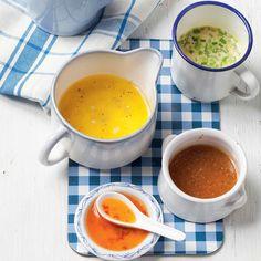Geen slaatje zonder dressing en daarom zetten wij 10 klassiekers op 'n rijtje. Maak ze allemaal minstens één keertje deze zomer…. Avocadodressing Mix 1 rijpe avocado, met 1 teentje geperste look, 1 gesnipperd sjalotje, 1 el citroensap, 2 el fijngesneden kruiden (koriander, peterselie en basilicum) en 125 g yoghurt. Kruid met peper en zout. Lekker … Food L, Diy Food, Good Food, Yummy Food, Warm Food, Cooking Recipes, Healthy Recipes, Tapenade, Pesto