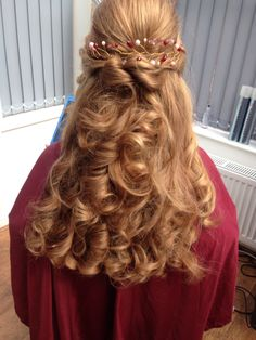 Hairstyle with a vine