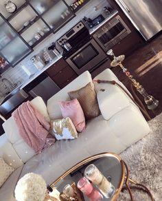 Hooks in the living room? Home Living Room, Apartment Living, Living Room Designs, Living Room Decor, Bedroom Decor, Apartment Ideas, Living Room Inspiration, Home Decor Inspiration, Decor Ideas