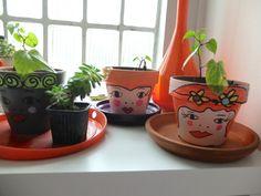 Customisation de pots de fleurs avec des Poscas-La Phanette aux petits pois