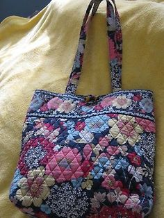 VERA BRADLEY Quilted HAPPY SNAILS tote bag 14 x 12.5 x 3.5 GR8 bag for  someone 7c978aeb227d5