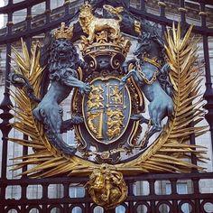 Royal Coat of Arms on the Gates of Buckingham Palace! #buckinghampalace #london #england #queenelizabeth #british #unitedkingdom #gold #lion #unicorn #crown #proudtobebritish #royalfamily #trip #travel #awesome by peter.g.j.beatham