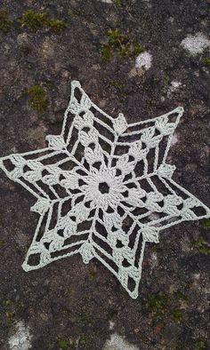 Crochet Stars, Crochet Snowflakes, Christmas Snowflakes, Thread Crochet, Crochet Crafts, Crochet Projects, Crochet Angels, Christmas Angels, Christmas Poinsettia