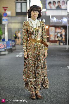 Harajuku street fashion | 121008-2815 - Japanese street fashion in Shinjuku, Tokyo