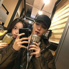 Uploaded by ❪ ♯ ♡春虹。❫. Find images and videos about fashion, couple and korean on We Heart It - the app to get lost in what you love. Siblings Goals, Cute Couples Goals, Couples In Love, Korean Aesthetic, Couple Aesthetic, Cute Relationship Goals, Cute Relationships, Couple Ulzzang, Korean Friends