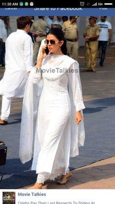 white kurta palazo in most elegant way Indian Attire, Indian Ethnic Wear, White Salwar Suit, White Kurta, Pakistani Outfits, Indian Outfits, Saris, India Fashion, 50 Fashion