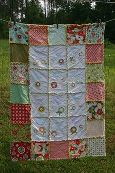 I like this patters but I think I would make some large flowers or do a circle fabrics on the outside and make those coordinating colors in the inside part - and NOT make the rag part show on that inside area!