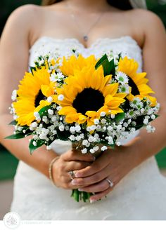 Sunflower and Baby's Breath Bouquet :: photo by lukeandcat.com Houston Weddings