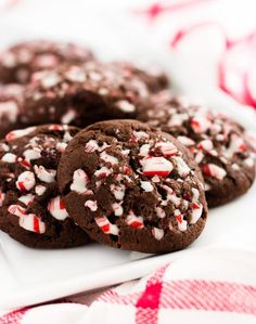christmas cookies peppermint Weihnachtspltzchen Double chocolate chip peppermint cookies are packed with candy cane bits and chocolate chips. They are the perfect Christmas cookie with less than 10 minutes of prep time. Chocolate Peppermint Cookies, Double Chocolate Chip Cookies, Chocolate Chips, Chocolate Oatmeal, Chocolate Bark, Peppermint Candy, Chocolate Color, Chocolate Cupcakes, Snacks