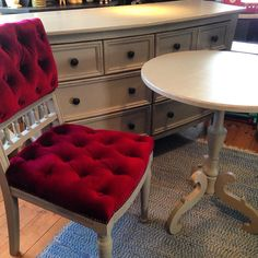 Målat byrå - stol och bord i Schloss ( Milk Paint) Är en av mina favorit färger! #måla#skattkammarbutiken#missmustardseedsmilkpaint#återbruka#genbrug#vintage#interiör#lovemmsmp#kalkfärg#shabbychic#målaom#inredning#mjölkfärg#interiör#inredning#vintagehome#lantligt#countryhome#doityourself#diy#roomforinspo#brocantechic#inspiration#rusty#instainspiration#antiquechic#frenchcountry