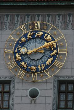 Zodiac Clock - now that is one cool looking clock. blue