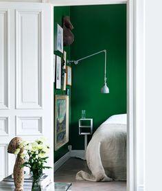 """#thedailydagny """"emeraldgreen j ingerstedt _ elle decor sweden _ green wall bedroom Green Rooms, Bedroom Green, Bedroom Colors, Bedroom Wall, Green Walls, Emerald Bedroom, Bedroom Photography, Interior Photography, Elle Decor"""