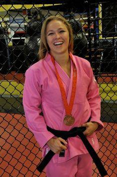 Ronda Rousey Wwe, Ronda Jean Rousey, Ronda Rousey Wallpaper, Brazilian Jiu Jitsu Gi, Rowdy Ronda, Ufc Fighters, Karate Girl, Martial Arts Women, Fitness Motivation Pictures