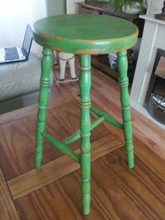 Distressed Painted Stall Using Annie Sloan Antibes Green over Barcelona Orange and clear and dark wax with heavy distressing. The 2 colour distressing taught to me by Steve at Painted Country in Bury St Edmunds. Annie Sloan Painted Furniture, Annie Sloan Paints, Chalk Paint Furniture, Furniture Projects, Green Painted Furniture, Painted Chairs, Retro Furniture, Country Furniture, Chalk Paint Projects