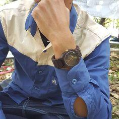 MA'WA wooden watch  jam tangan kayu MA'WA  Local product of Jember PO : 15 days max.  Minat DM/telp/WA : 081298555213 Made by Order  Spesifikasi produk : - Indian Rosewood - Lebar/tebal case : 41/12cm - Panjang keseluruhan/lingkar pergelangan : 23 cm - Lebar strap : 25 cm - Quarts movement : Miyota japan - Water splash/hanya tahan cipratan air - Finishing : Linseed oil (alami tanpa cat/aman di kulit) - Unisex/pria wanita  #jam_tangan #jam_tangan_kayu #traveling #jemberbanget #surabaya…