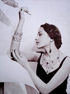 Maharani Sita Devi Sahib of Baroda was known for her exquisite and fine jewelry, and this picture is proof! Absolutely stunning!