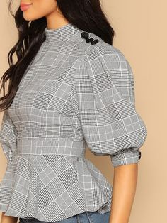design of blouse Mock Neck Buttoned Puff Sleeve Plaid Peplum Blouse -SheIn(Sheinside) Frock Fashion, Fashion Sewing, Fashion Dresses, Blouse Peplum, Work Blouse, Sleeves Designs For Dresses, Fancy Tops, Frock Design, Stylish Dresses