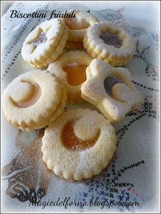 Magie del forno: Biscottini friabili ♦๏~✿✿✿~☼๏♥๏花✨✿写☆☀🌸🌿🎄🎄🎄❁~⊱✿ღ~❥༺♡༻🌺<SA Jan ♥⛩⚘☮️ ❋ Eid Biscuits, Pav Recipe, Cookie Recipes, Dessert Recipes, Cooking Prime Rib, Biscotti Cookies, Biscuit Cake, Italian Cookies, Creative Food