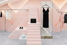 Novelty Apparel is a fashion clothing boutique launched in 2013 characterized by the selection of high couture garments and accessories from New York City.In our treatment for the space, pink tones and height fluctuations along geometrical shapes compos…