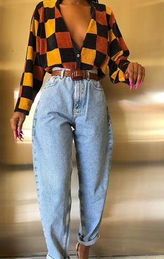 VINTAGE OUTFITS//styling, trends,tips// – Cecily The fashion has definitely found its way into our closets,from the cute fanny packs we all love to the popular mom jeans.As I was doing my research on vintage apparel, I came across th… 70s Outfits, Mode Outfits, Cute Casual Outfits, 1990s Outfit, 1990s Dress, Girl Outfits, Batman Outfits, Outfits With Mom Jeans, Stylish Outfits