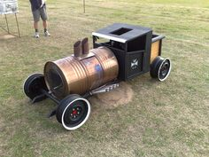 20 most creative diy fire pit ideas to facelift your patio – Artofit Metal Fire Pit, Diy Fire Pit, Fire Pit Backyard, Metal Art Projects, Welding Projects, Metal Crafts, Burn Barrel, Barrel Train, Soap Box Cars