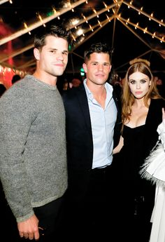 Max Carver, Charlie Carver and Holland Roden attend the August Getty Atelier SS 2016 'The Thread Of Man' presentation with David LaChapelle at Universal Studios Hollywood on November 2015 in Universal City, California. Teen Wolf Twins, Teen Wolf Mtv, Teen Wolf Stiles, Teen Wolf Cast, Carver Twins, Max Carver, Max And Charlie Carver, Wolf Character, Wolf Love