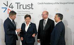 """W raporcie AMO można przeczytać, że upór Polski w budowaniu sojuszu państw jako przeciwwagi dla Zachodu """"pogorszy relacje w Grupie Wyszehradzkiej"""". A """"przywódcy w Warszawie muszą zostać poinformowani, że Grupa Wyszehradzka nie może zostać przejęta przez Polskę jako narzędzie do kontynuowania kłótni z Komisją Europejską"""" w sporze o Trybunał Konstytucyjny. Konkluzja wynikająca z raportu jest dość ostra wobec rządu w Warszawie. """"Czesi razem z Rumunami, Bułgarami i krajami bałtyckimi muszą…"""