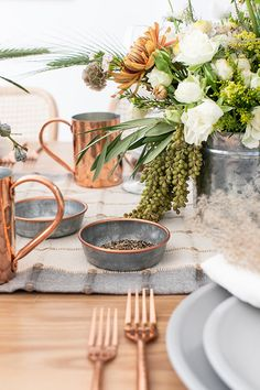 Lunch Table Settings, Thanksgiving Table Settings, Thanksgiving Tablescapes, Christmas Table Settings, Rustic Thanksgiving, Table Centerpieces, Table Decorations, Rustic Table, Rustic Modern