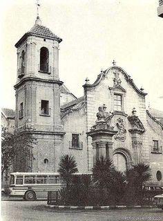 Iglesia de Santa Eulalia cuando circulaban coches y autobuses por la plaza, allá por los años 70.Semana Santa de Murcia - LA MURCIA QUE SE NOS FUE V - Semana Santa