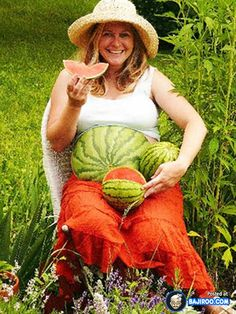 funny fun humor pregnant ladies girls costumes dresses dress pics images photos pictures fat belly water melon 23 Most Funny and Weird Pictures Of Pregnant Women